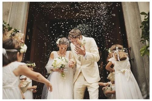 El arroz en una boda