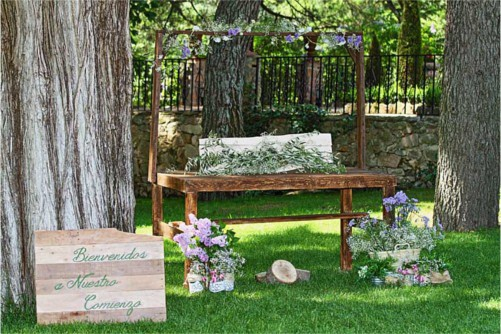 Mesa de madera antigua para boda vintage