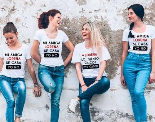 Chicas con camisetas de despedida de soltera